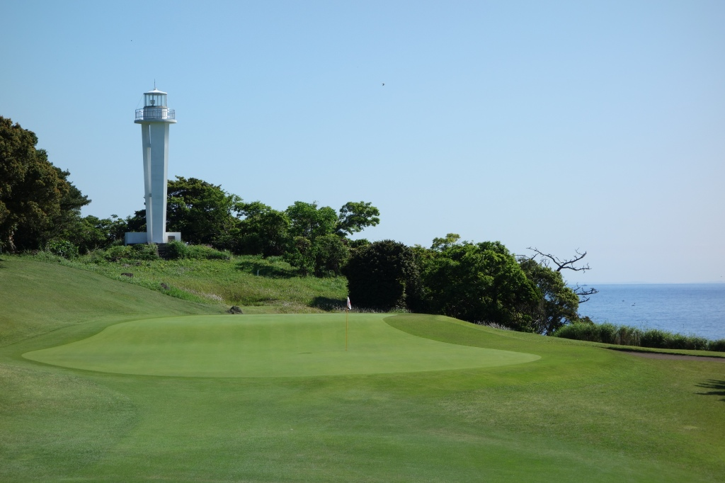 11th green with the lighthouse in the background