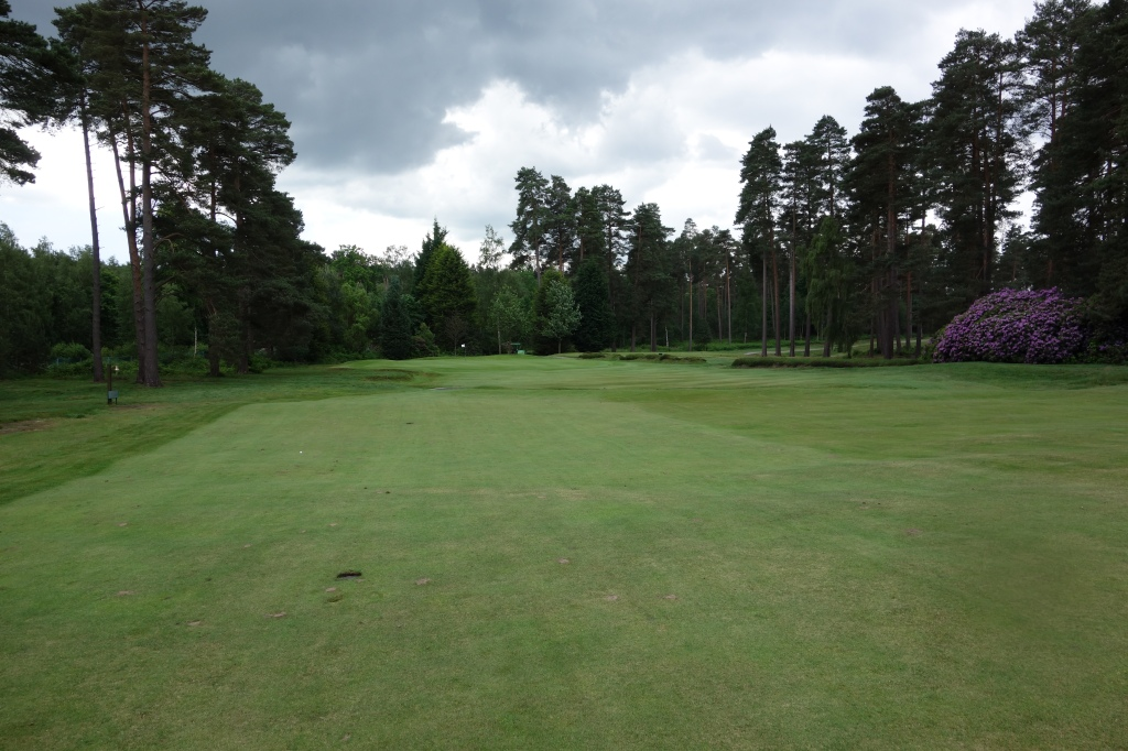 Approach to green on 2nd hole