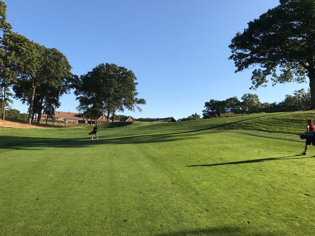 approach to 2nd hole